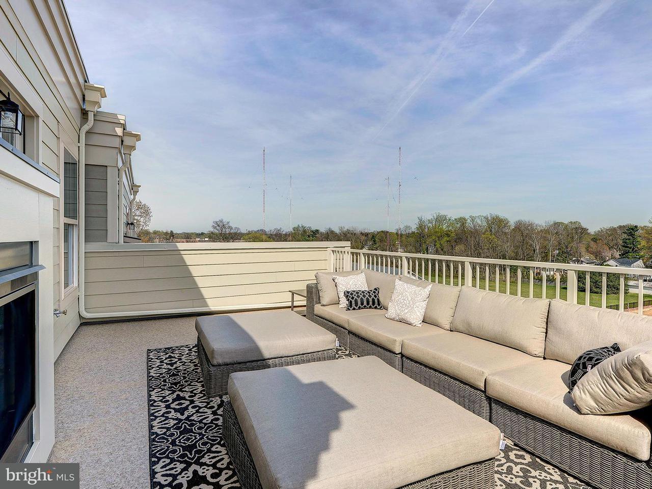 Additional photo for property listing at 3957 Oak St #0 3957 Oak St #0 Fairfax, 弗吉尼亚州 22030 美国