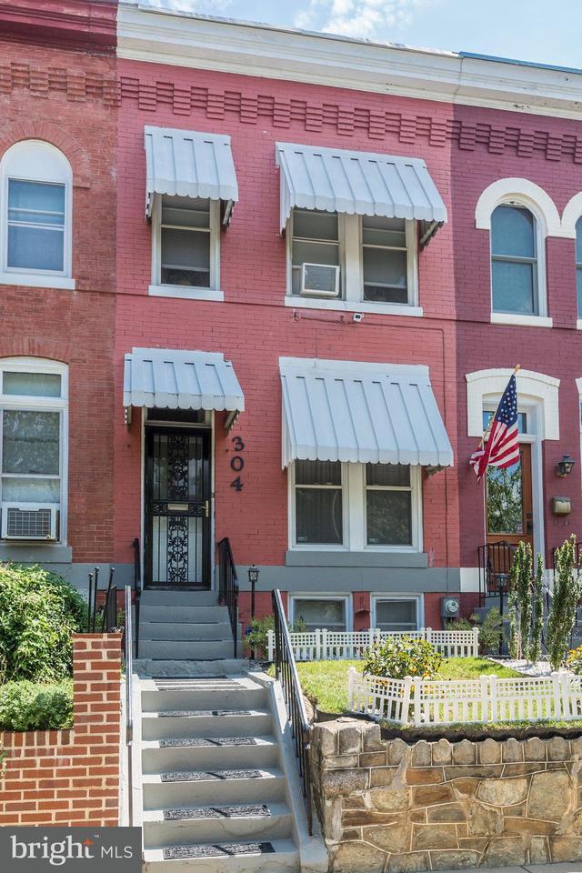 Σπίτι στην πόλη για την Πώληση στο 304 16th St Se 304 16th St Se Washington, Περιφερεια Τησ Κολουμπια 20003 Ηνωμενεσ Πολιτειεσ