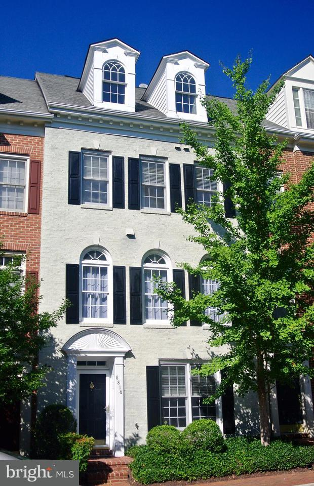 タウンハウス のために 売買 アット 8816 HUNTING LODGE Court 8816 HUNTING LODGE Court Vienna, バージニア 22182 アメリカ合衆国