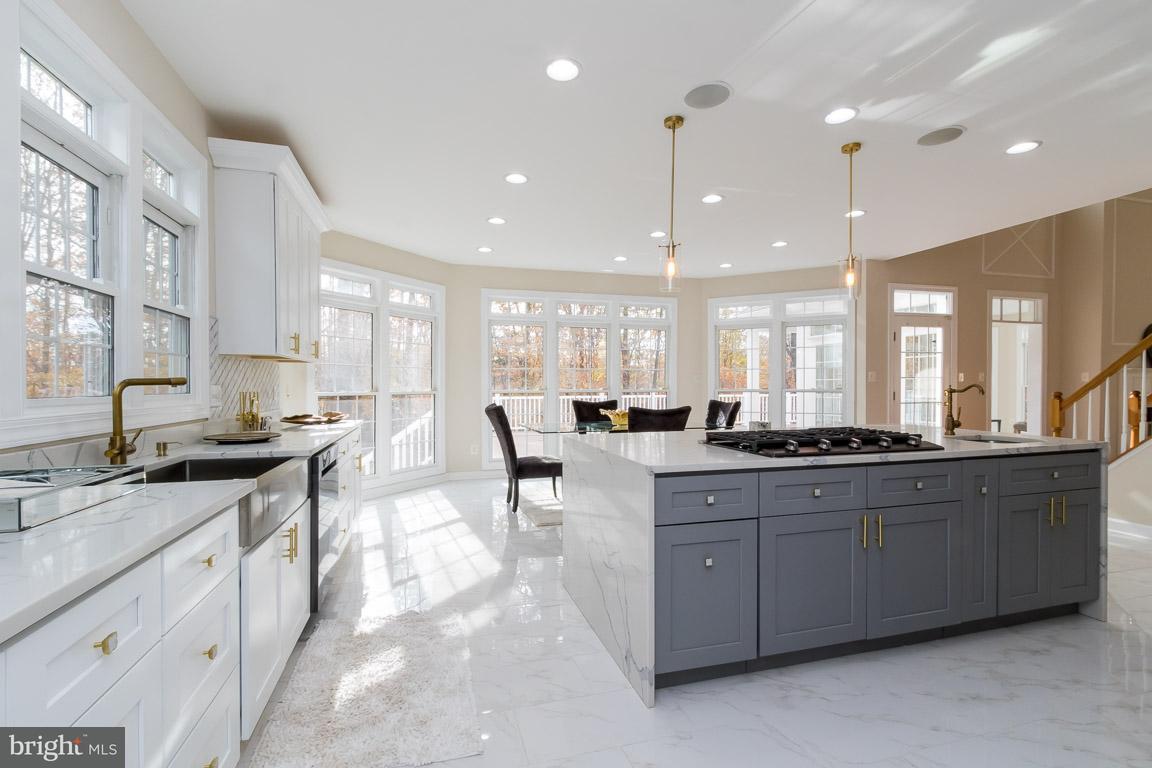 獨棟家庭住宅 為 出售 在 10081 Roseland Ridge Road 10081 Roseland Ridge Road Fairfax Station, 弗吉尼亞州 22039 美國