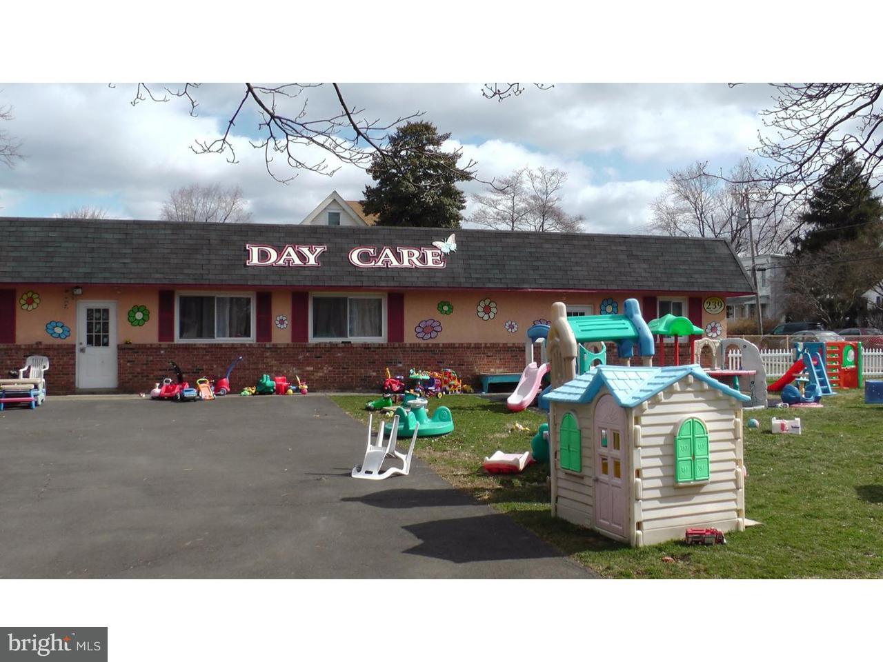 独户住宅 为 销售 在 239 WOODLAND Avenue Penndel, 宾夕法尼亚州 19047 美国