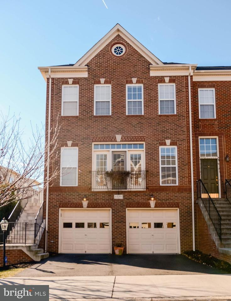 Townhouse for Sale at 43015 COULWOOD TER 43015 COULWOOD TER Broadlands, Virginia 20148 United States
