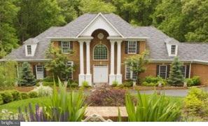 Частный односемейный дом для того Продажа на 7815 WOLF RUN Lane 7815 WOLF RUN Lane Clifton, Виргиния 20124 Соединенные Штаты