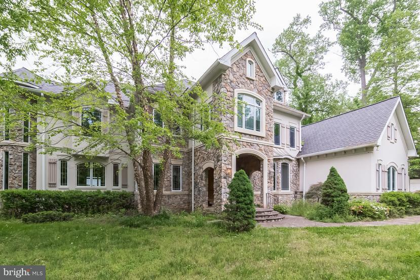 Single Family Home for Sale at 7024 GREEN OAK Drive 7024 GREEN OAK Drive McLean, Virginia 22101 United States