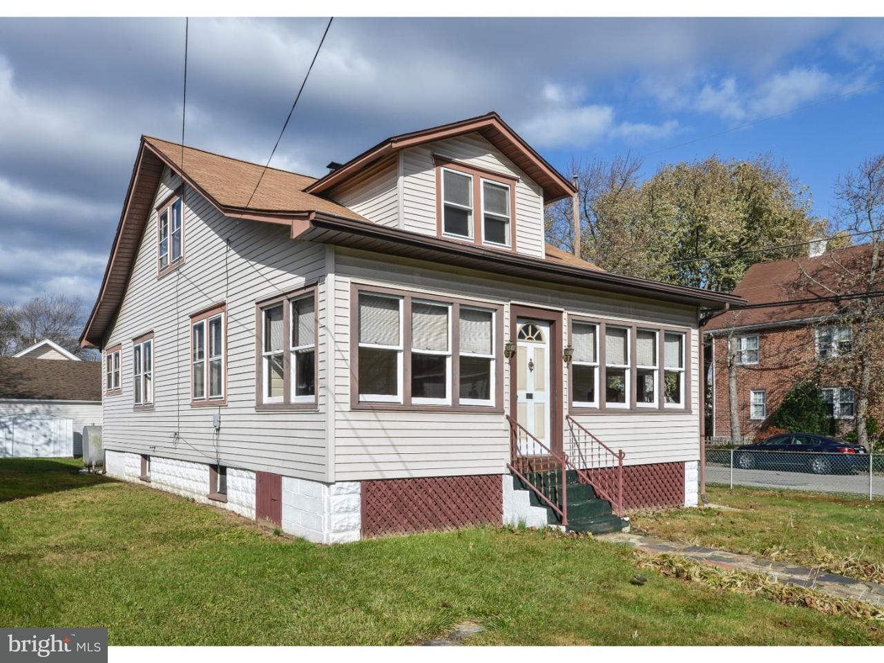 Maison unifamiliale pour l Vente à 1104 GALBRAITH Avenue Marcus Hook, Pennsylvanie 19061 États-Unis