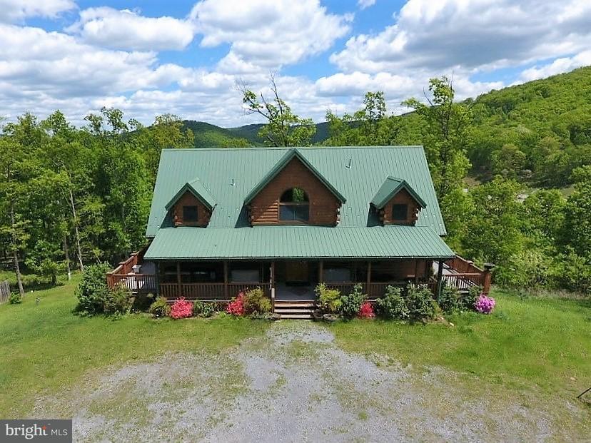 Casa Unifamiliar por un Venta en 10 LOCUST RIDGE Road 10 LOCUST RIDGE Road Moorefield, West Virginia 26836 Estados Unidos