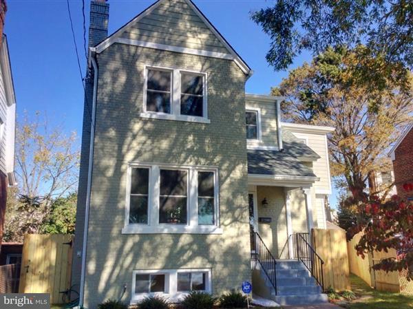 Maison unifamiliale pour l Vente à 3811 SOUTH DAKOTA AVE NE 3811 SOUTH DAKOTA AVE NE Washington, District De Columbia 20018 États-Unis