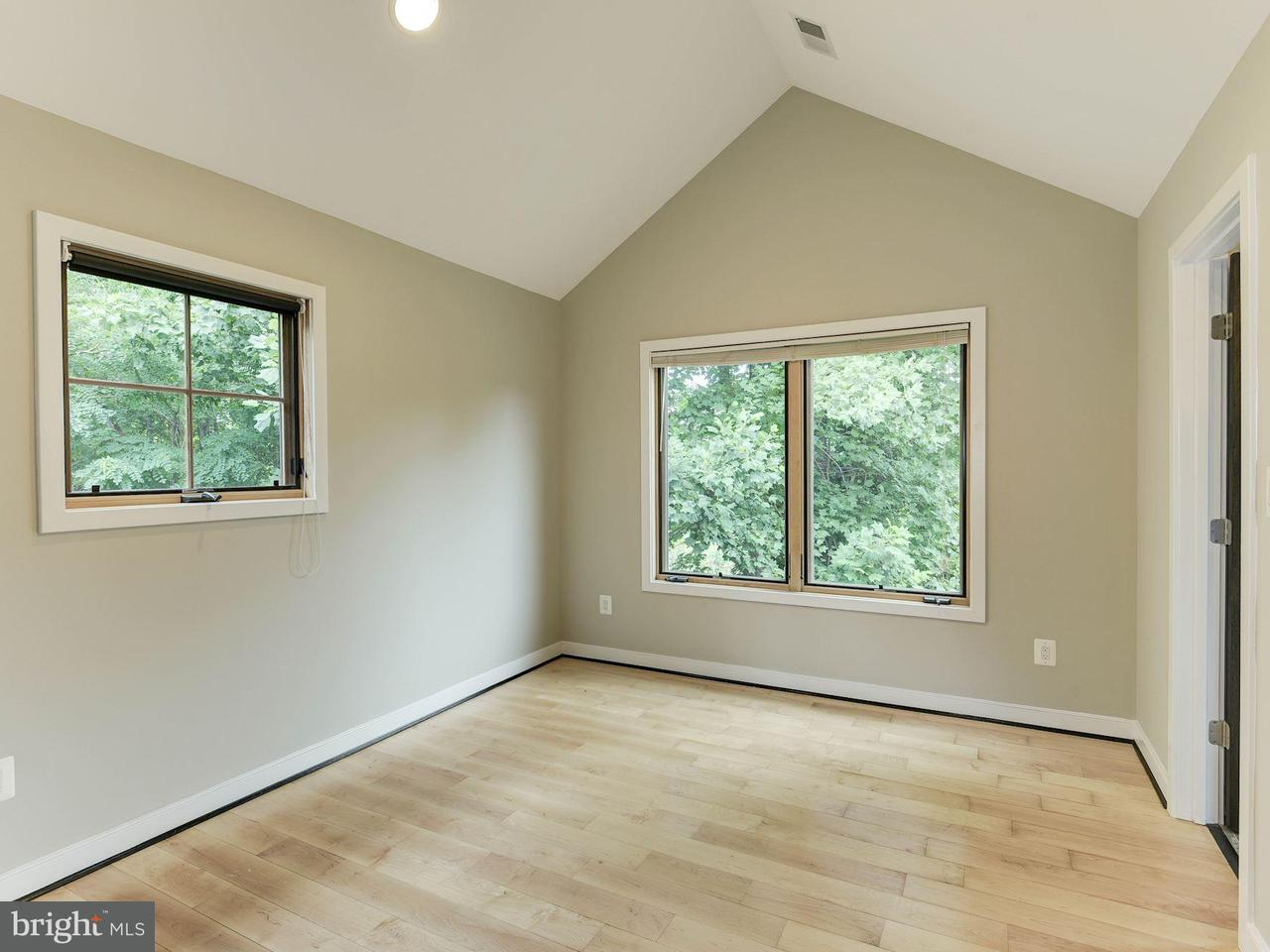 Additional photo for property listing at 314 Lee Street 314 Lee Street Falls Church, Virginia 22046 Stati Uniti