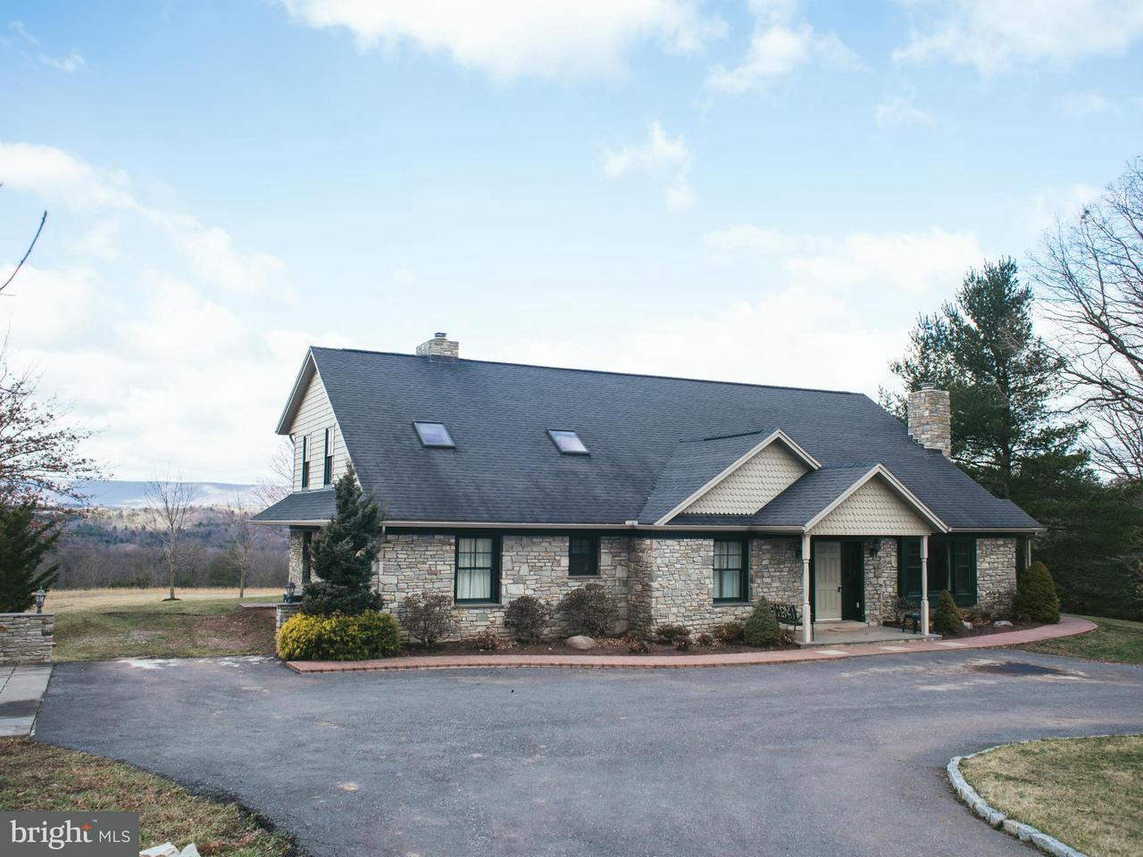 独户住宅 为 销售 在 8124 Cromwell Church Road 8124 Cromwell Church Road Hustontown, 宾夕法尼亚州 17229 美国