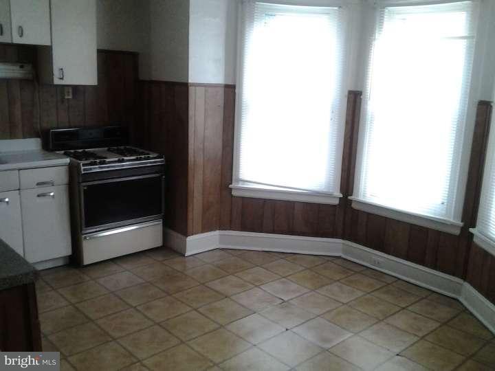 Duplex pour l Vente à 2032 EDGMONT Avenue Chester, Pennsylvanie 19013 États-Unis