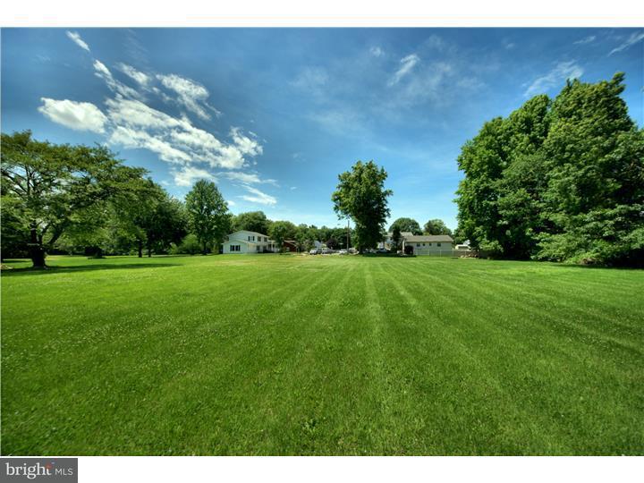Частный односемейный дом для того Продажа на POPE Avenue Hamilton Township, Нью-Джерси 08619 Соединенные Штаты
