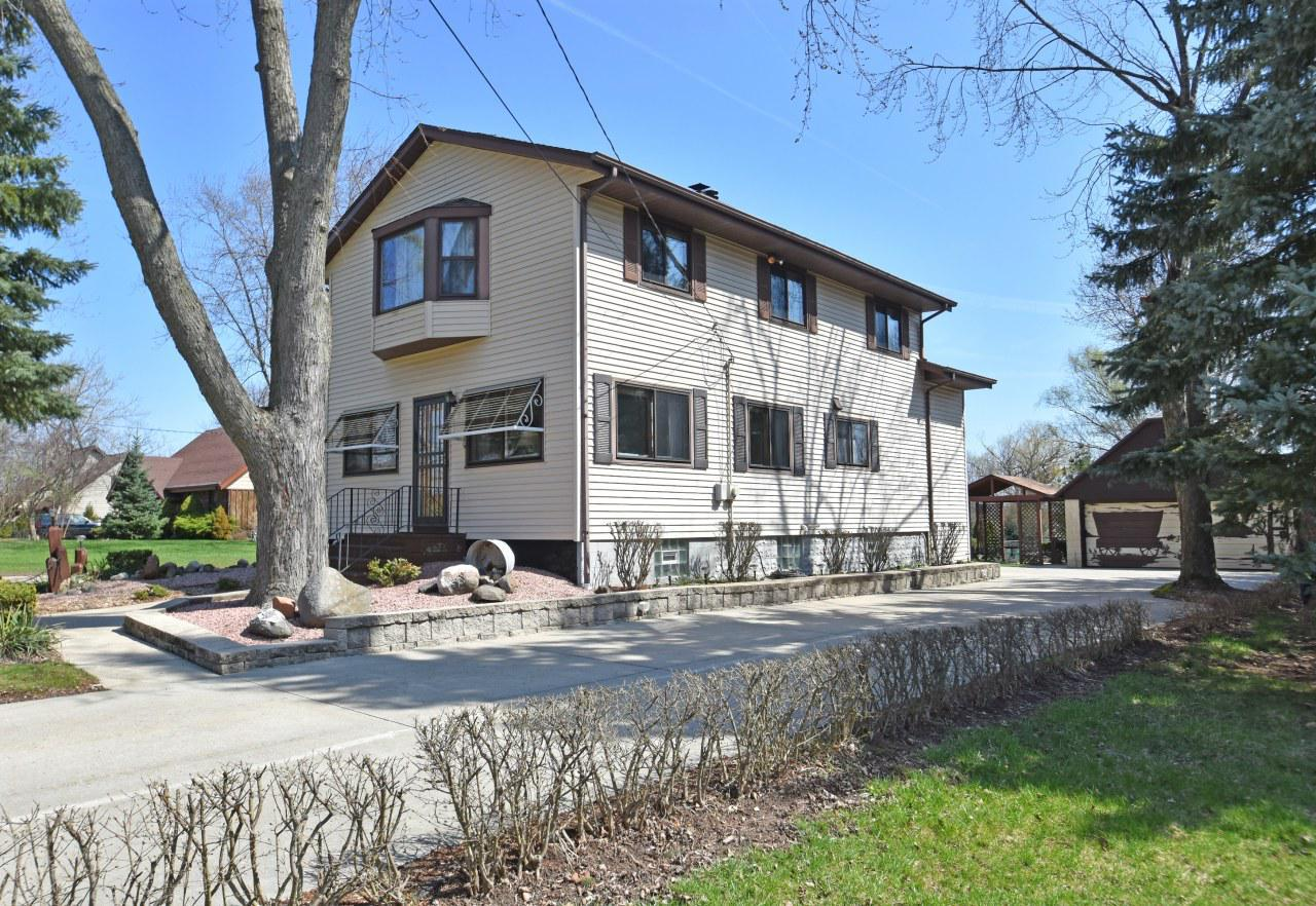 Are you looking for a well maintained home with a park in the back for a