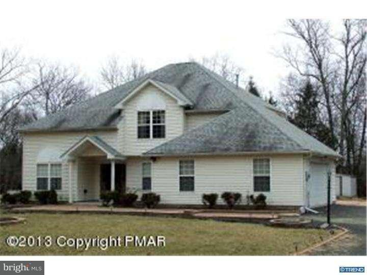 Maison unifamiliale pour l Vente à 130 SUNRISE LOOP Henryville, Pennsylvanie 18332 États-Unis
