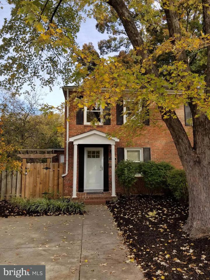 Doppelhaus für Verkauf beim 2218 HUNTINGTON Avenue 2218 HUNTINGTON Avenue Alexandria, Virginia 22303 Vereinigte Staaten