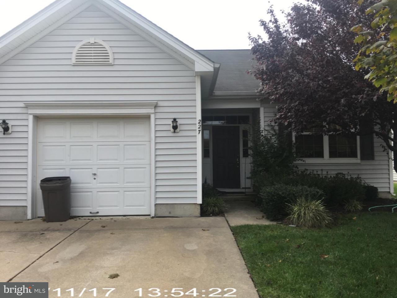 Casa Unifamiliar por un Venta en 227 NIGHT HAWK Circle Thorofare, Nueva Jersey 08086 Estados Unidos