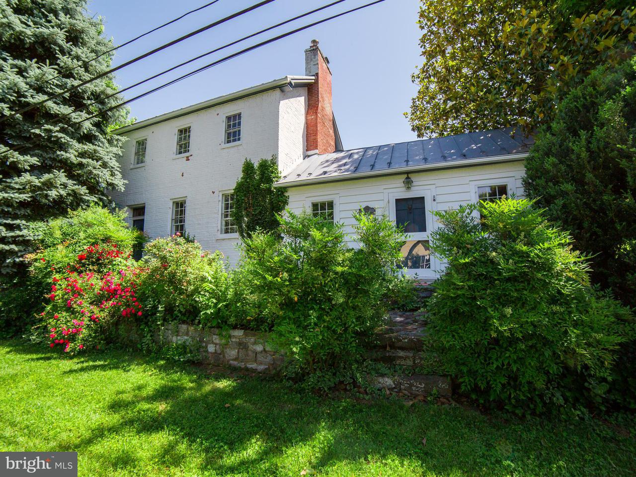 Single Family for Sale at 677 Federal St Paris, Virginia 20130 United States