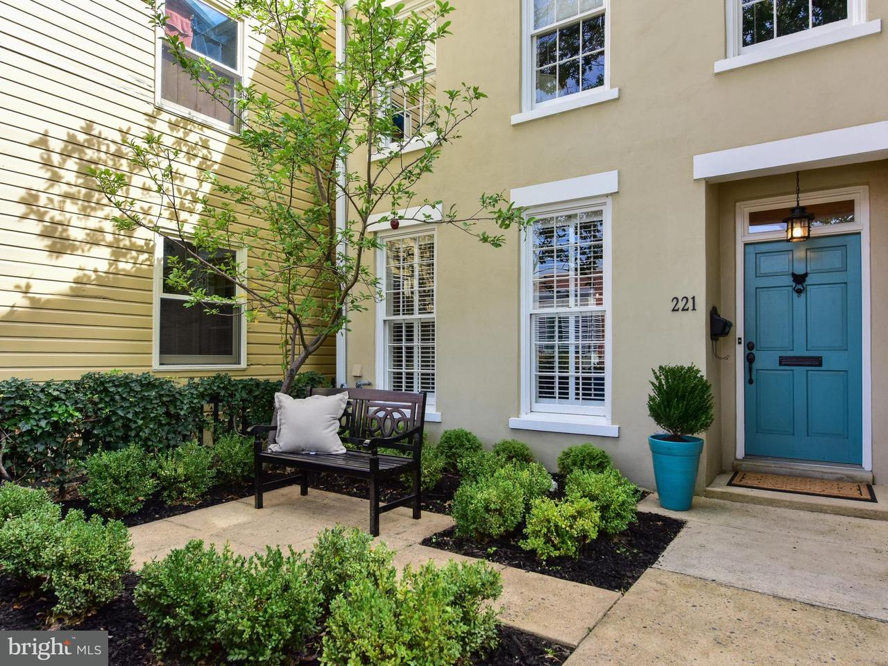 Single Family for Sale at 221 S West St Alexandria, Virginia 22314 United States