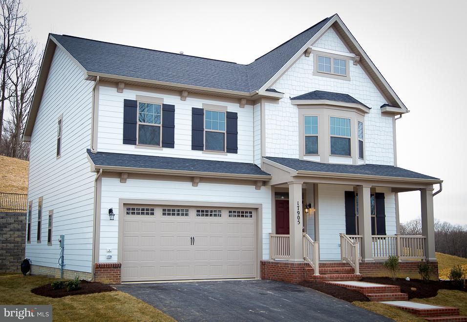Частный односемейный дом для того Продажа на 17905 WOODS VIEW Drive 17905 WOODS VIEW Drive Dumfries, Виргиния 22026 Соединенные Штаты
