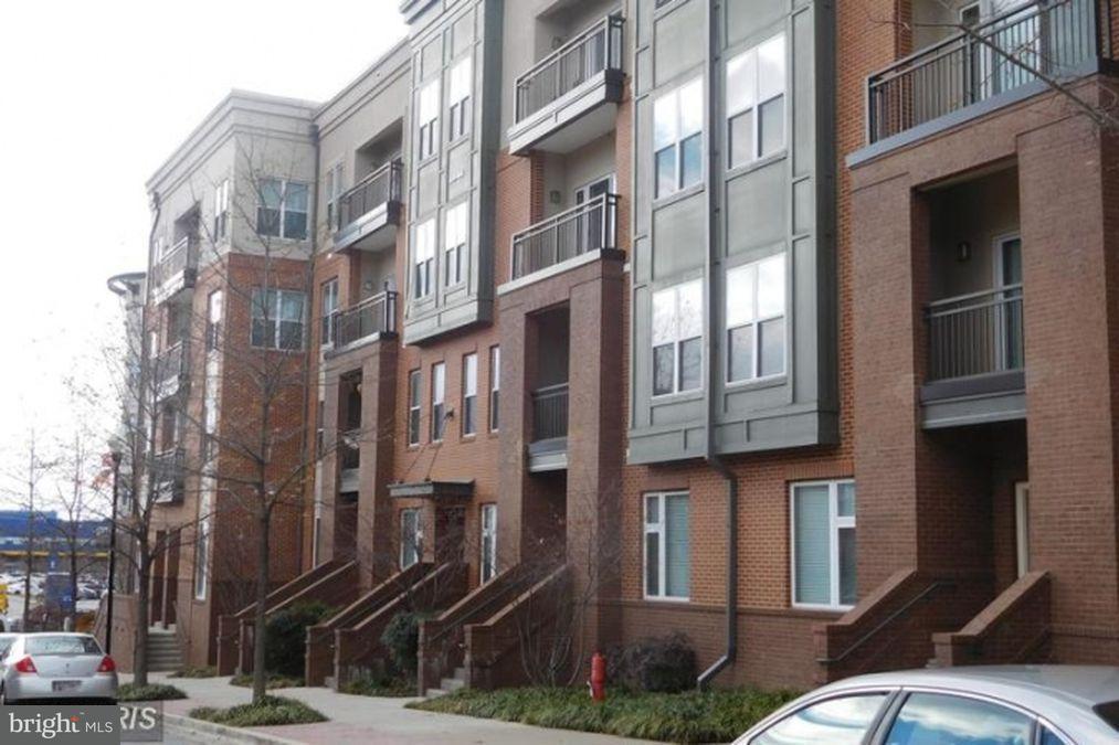 Maison accolée pour l Vente à 9623 MILESTONE WAY #D-2 9623 MILESTONE WAY #D-2 College Park, Maryland 20740 États-Unis