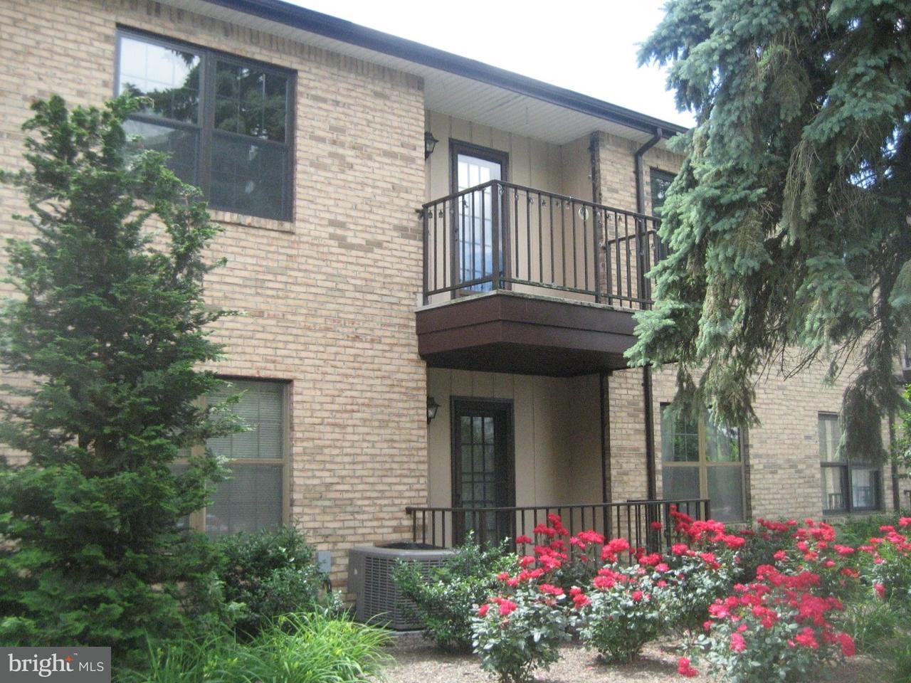 Appartement en copropriété pour l Vente à 1313 WELLINGTON Place Aberdeen, New Jersey 07747 États-Unis
