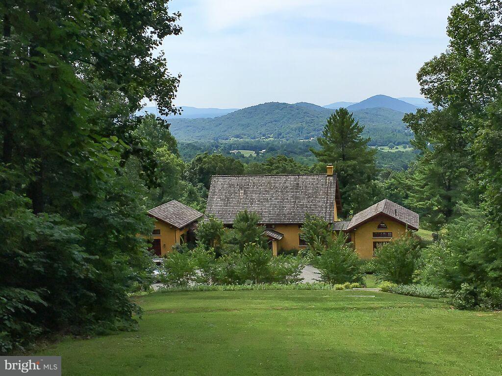 Частный односемейный дом для того Продажа на 221 SHADY Lane 221 SHADY Lane Free Union, Виргиния 22940 Соединенные Штаты