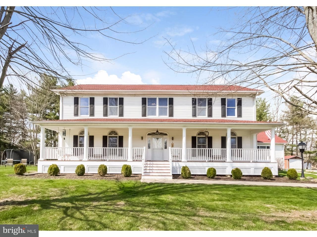 独户住宅 为 销售 在 313 BYRAM KINGWOOD Road 弗伦奇敦, 新泽西州 08825 美国在/周边: Kingwood Township