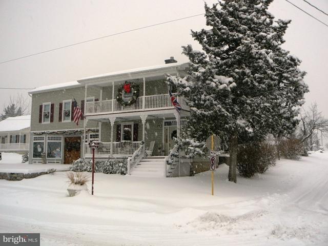 Частный односемейный дом для того Продажа на 7994 MAIN Street 7994 MAIN Street Middletown, Виргиния 22645 Соединенные Штаты