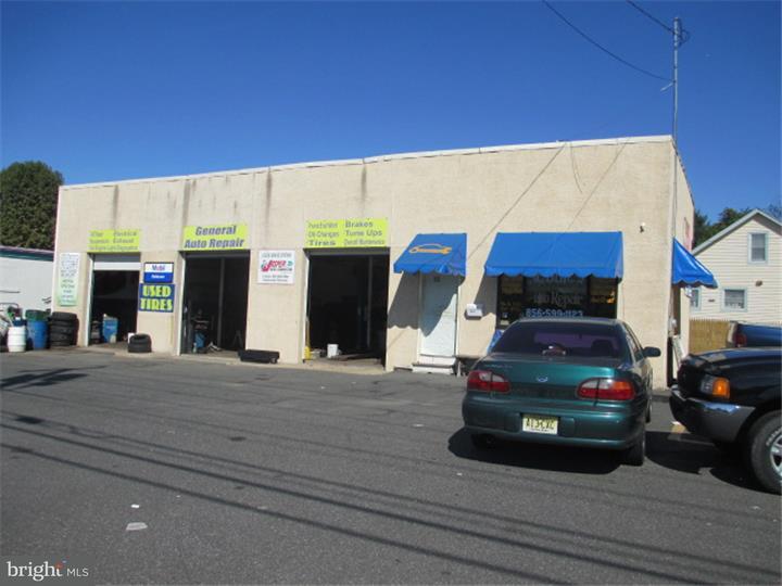 Maison unifamiliale pour l Vente à 501 W BROAD Street Paulsboro, New Jersey 08066 États-Unis