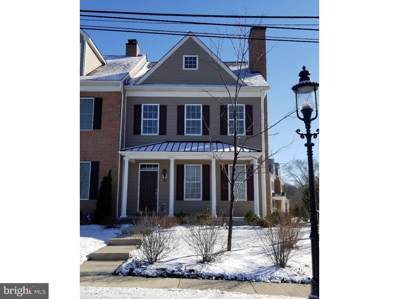 Maison accolée pour l Vente à 629 N MAIN Street Doylestown, Pennsylvanie 18901 États-Unis