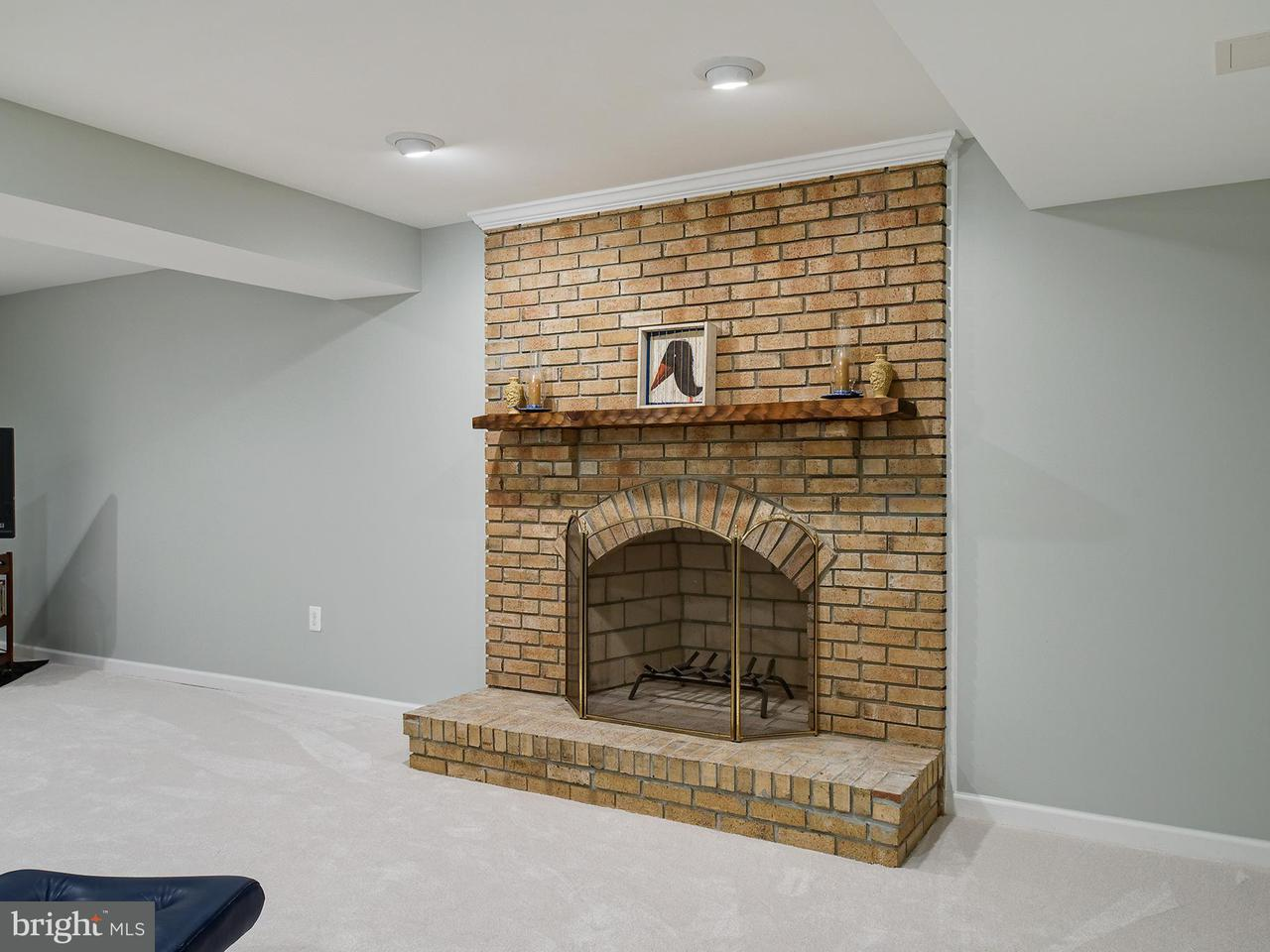Additional photo for property listing at 11782 HOLLYVIEW Drive 11782 HOLLYVIEW Drive Great Falls, Virginia 22066 United States