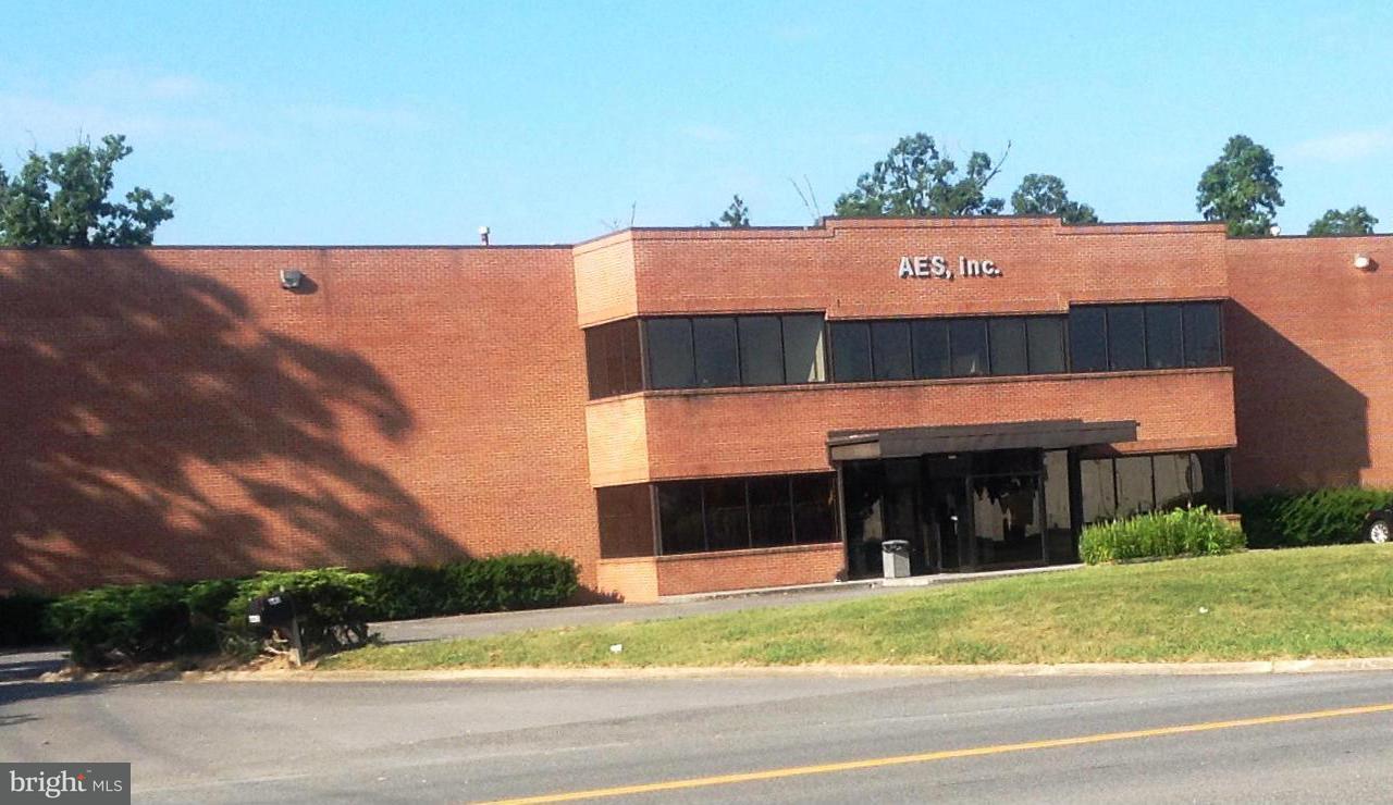 Commerciale per Vendita alle ore 640 AIRPORT Road 640 AIRPORT Road Winchester, Virginia 22602 Stati Uniti