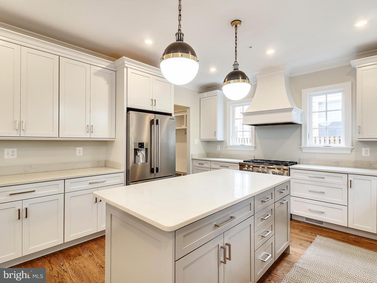 独户住宅 为 销售 在 4106 WARNER Street 4106 WARNER Street 肯辛顿, 马里兰州 20895 美国