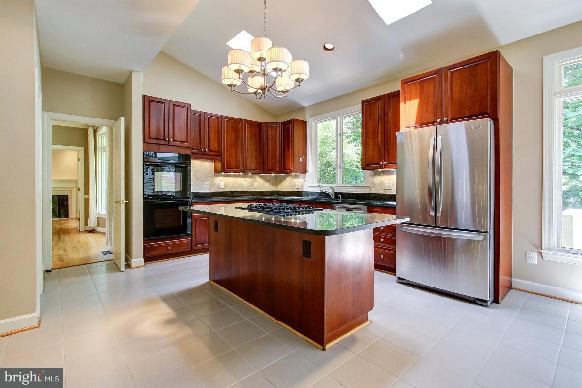 Casa Unifamiliar por un Venta en 11195 LONGWOOD GROVE Drive 11195 LONGWOOD GROVE Drive Reston, Virginia 20194 Estados Unidos