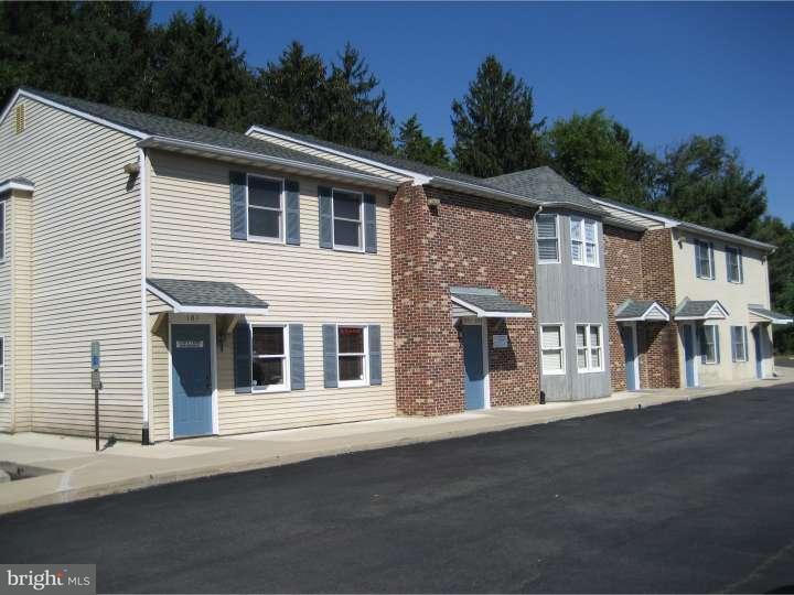 Maison unifamiliale pour l Vente à 3201 ROUTE 38 Mount Laurel, New Jersey 08054 États-Unis