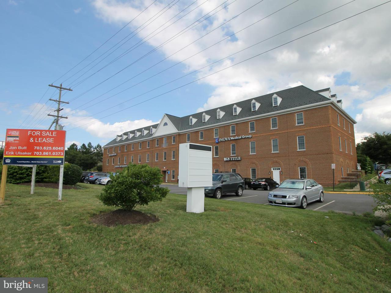 Comercial por un Venta en 6101 REDWOOD SQUARE Circle 6101 REDWOOD SQUARE Circle Centreville, Virginia 20121 Estados Unidos