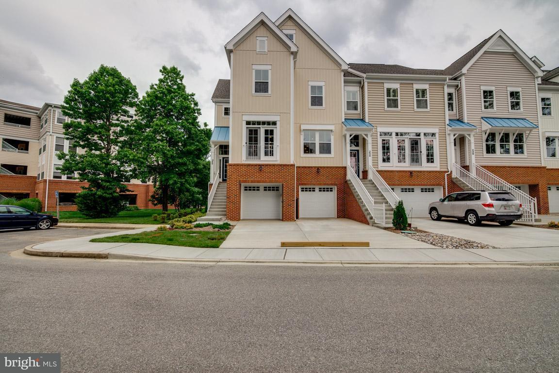 多棟聯建住宅 為 出售 在 240 OYSTER BAY PL #C-5 240 OYSTER BAY PL #C-5 Dowell, 馬里蘭州 20629 美國