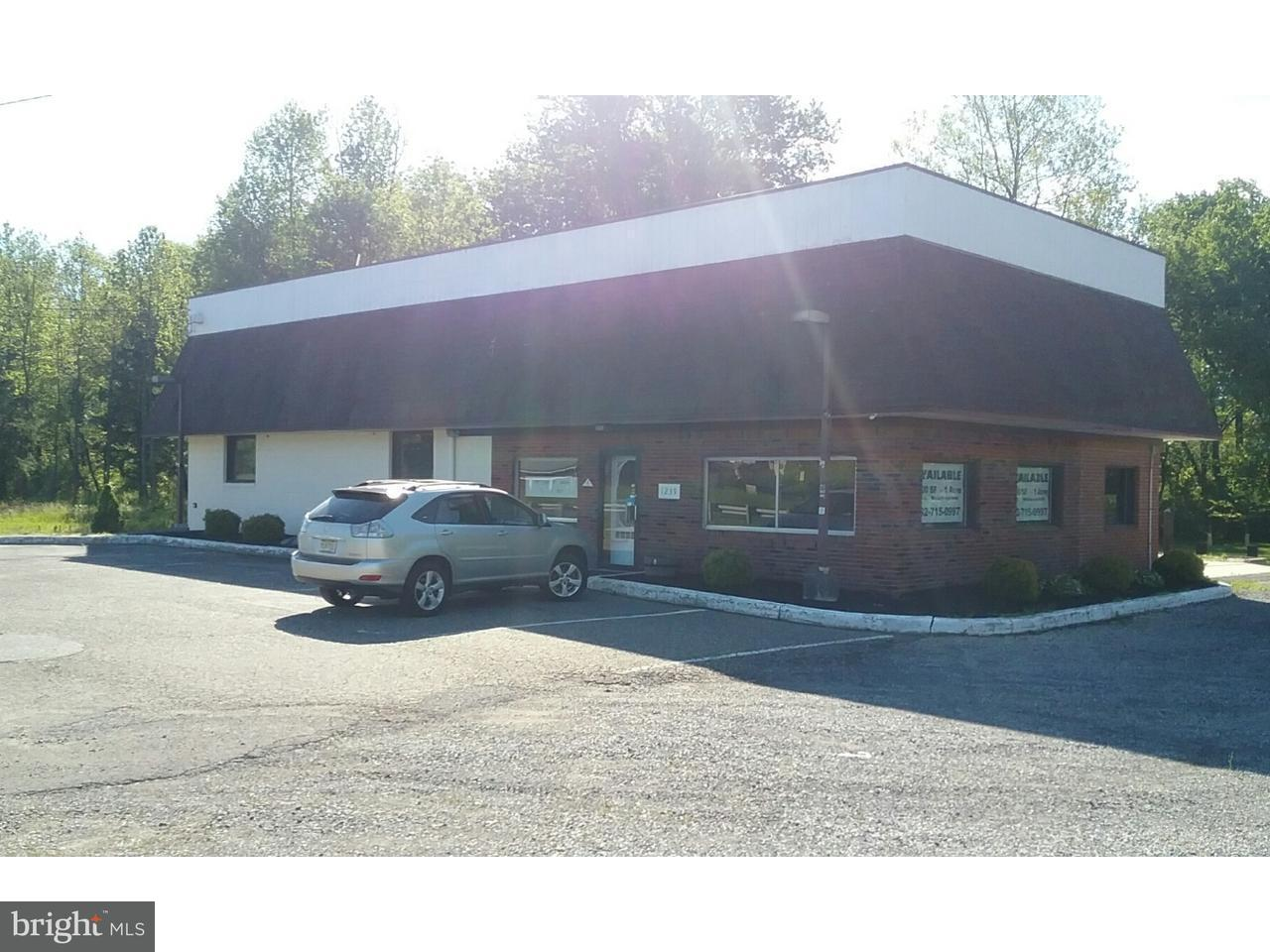 Maison unifamiliale pour l Vente à 1239 ROUTE 130 Robbinsville, New Jersey 08691 États-UnisDans/Autour: Robbinsville Township