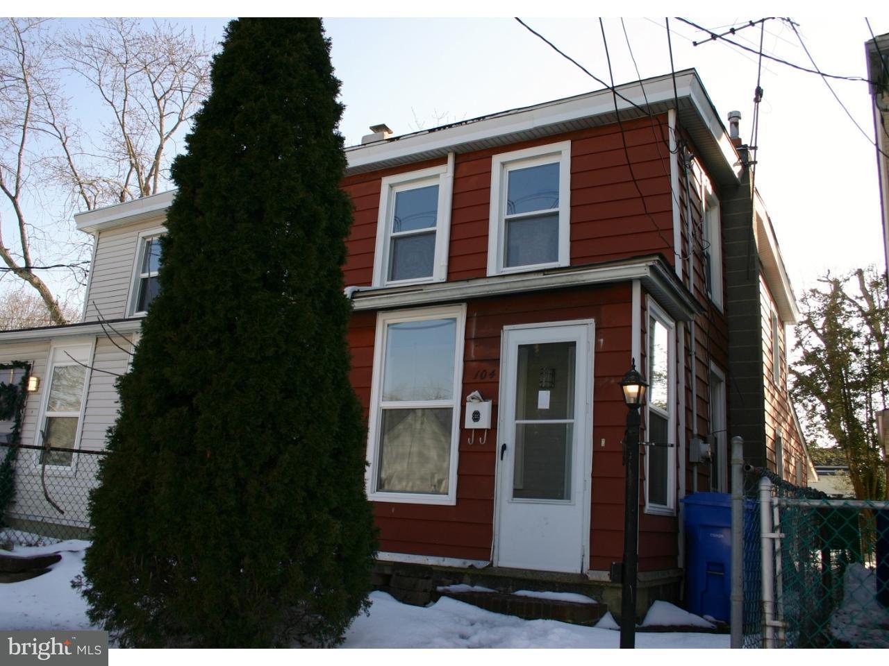 Таунхаус для того Аренда на 104 SHREVE Street Mount Holly, Нью-Джерси 08060 Соединенные Штаты