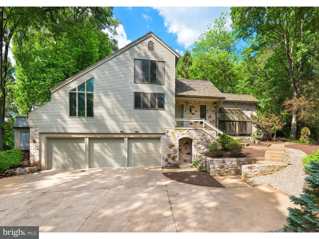 272 DEER HILL RD, Reading PA 19607