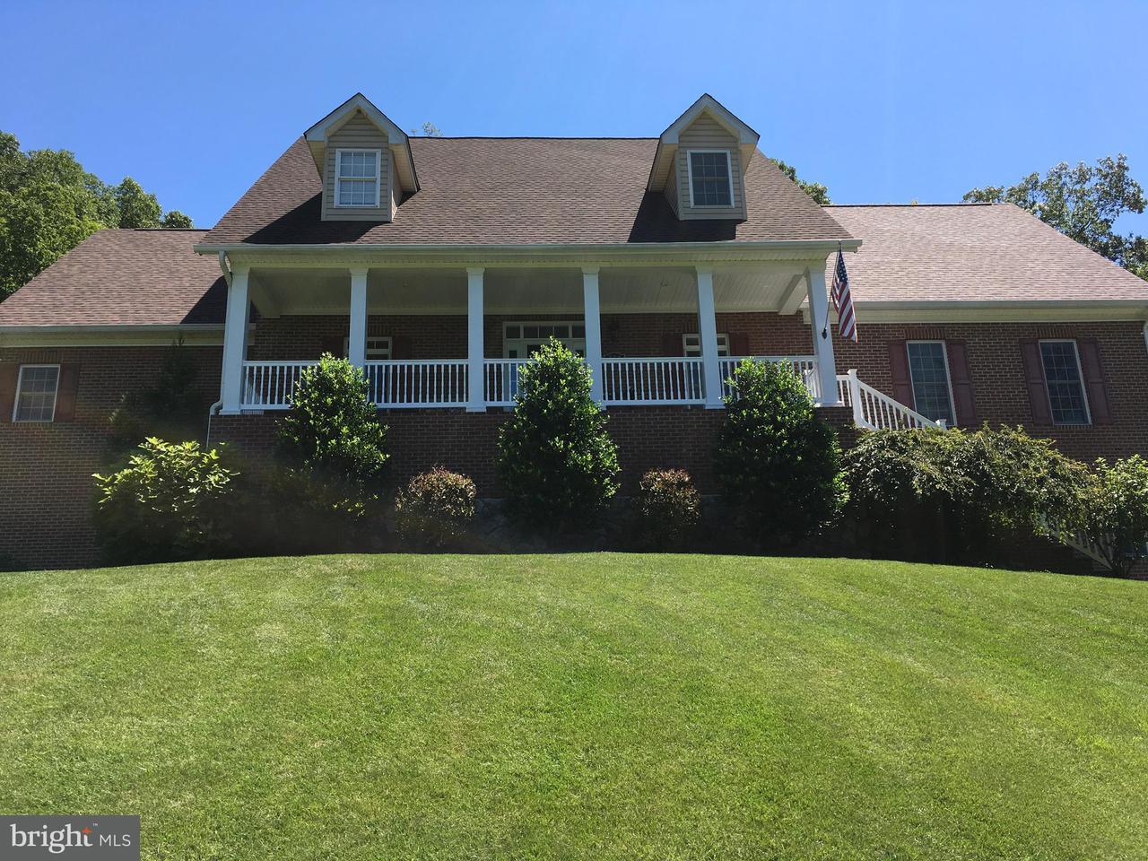 Villa per Vendita alle ore 338 POWELL MOUNTAIN Lane 338 POWELL MOUNTAIN Lane Woodstock, Virginia 22664 Stati Uniti