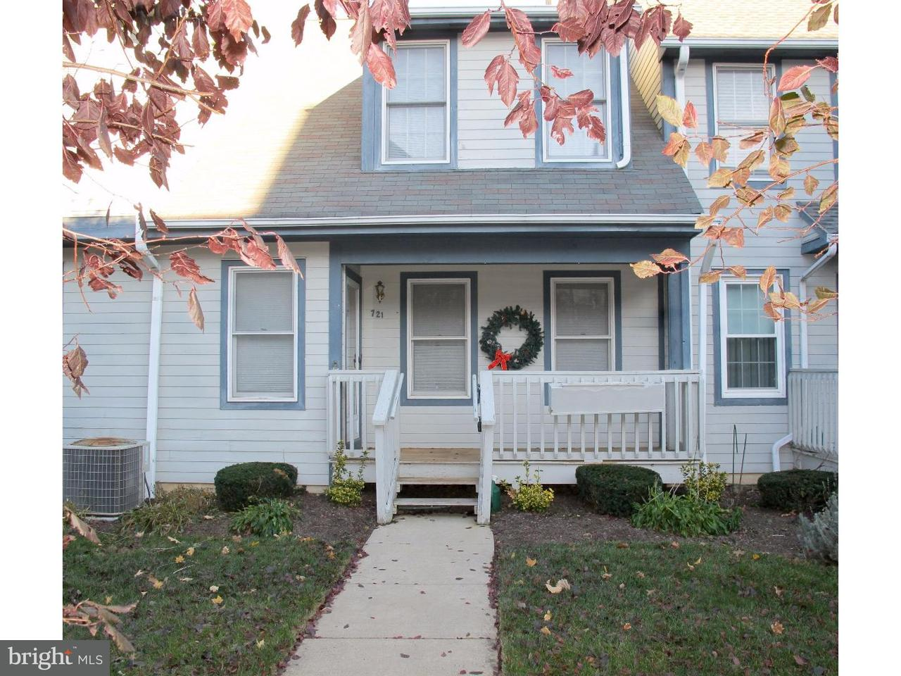 Appartement en copropriété pour l à louer à 721 WESTFIELD Drive Cinnaminson, New Jersey 08077 États-Unis