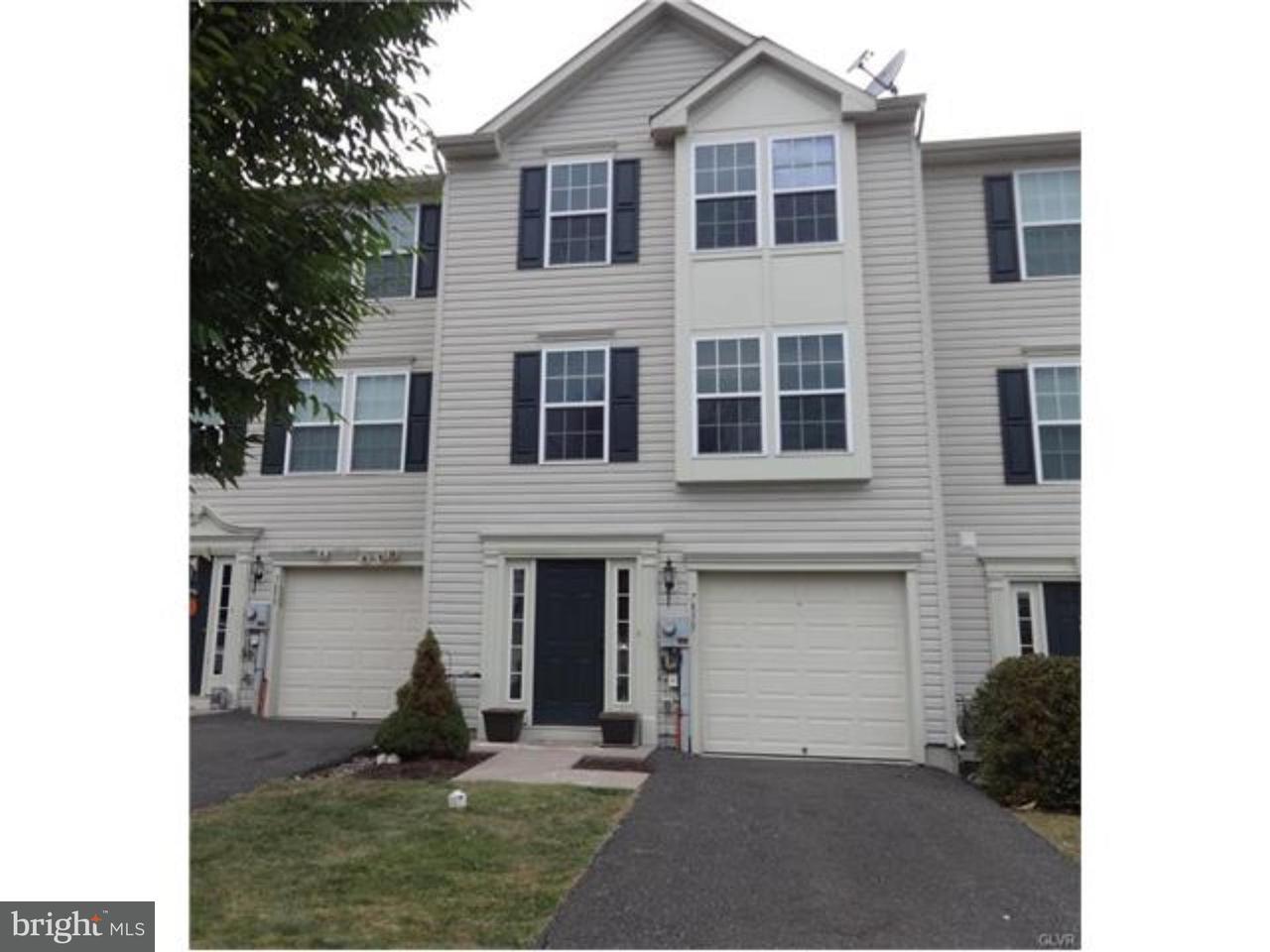 Casa unifamiliar adosada (Townhouse) por un Venta en 7855 RED HAWK CT #66 Breinigsville, Pennsylvania 18031 Estados Unidos