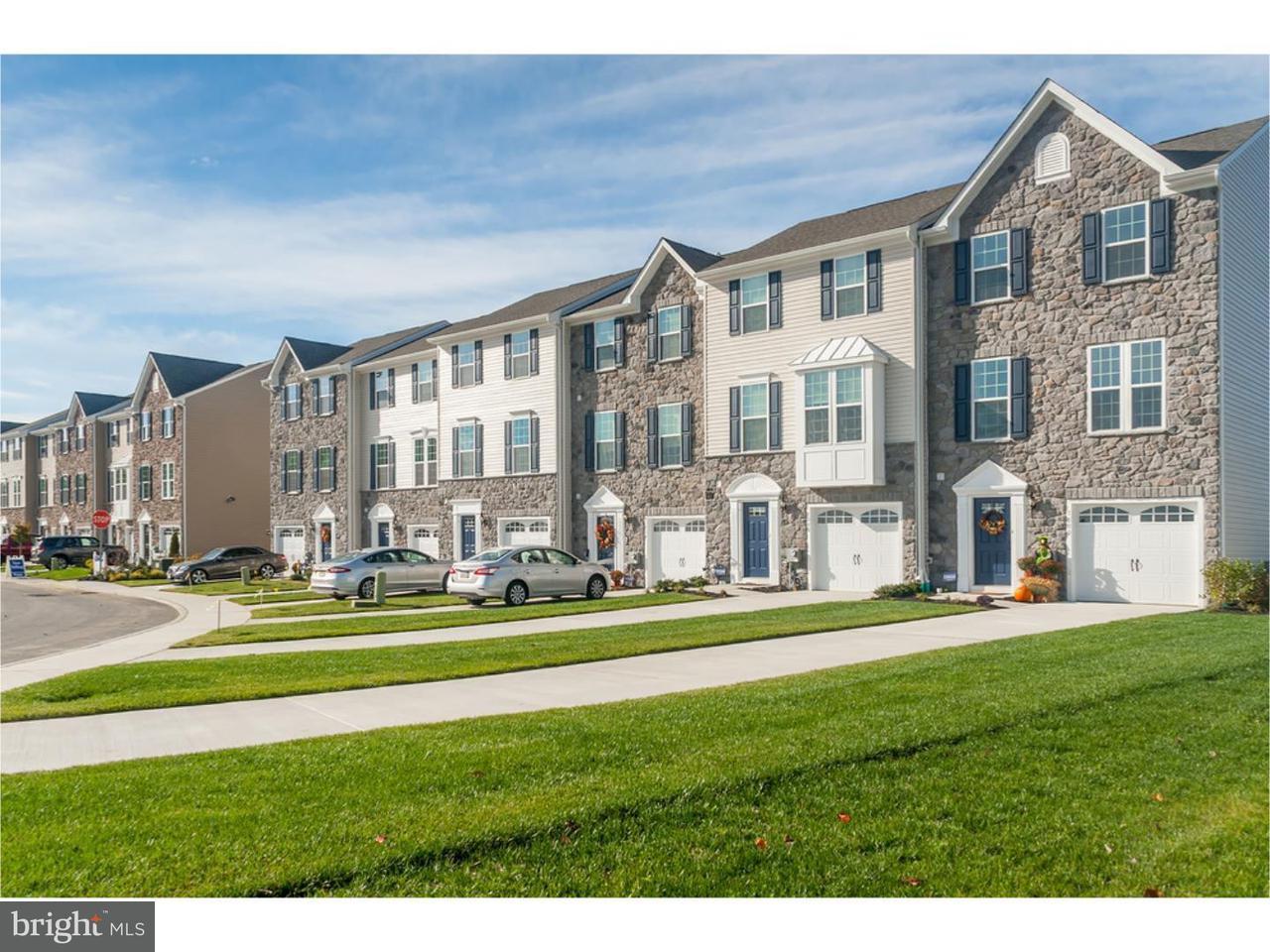 联栋屋 为 销售 在 11 BENFORD Lane Edgewater Park, 新泽西州 08010 美国