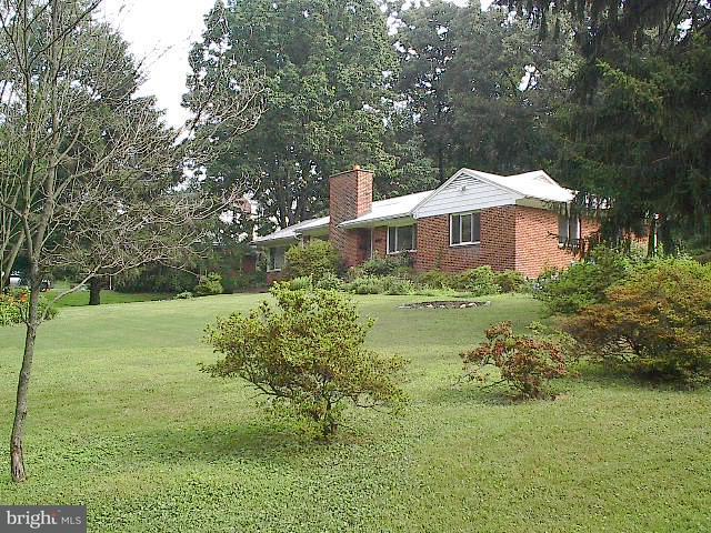 Terrain pour l Vente à 3022 CASTLE Road 3022 CASTLE Road Falls Church, Virginia 22044 États-Unis