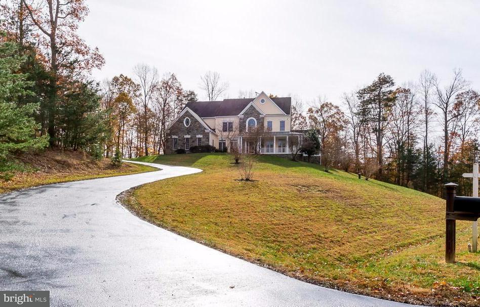 Частный односемейный дом для того Продажа на 10081 ROSELAND RIDGE Road 10081 ROSELAND RIDGE Road Fairfax Station, Виргиния 22039 Соединенные Штаты