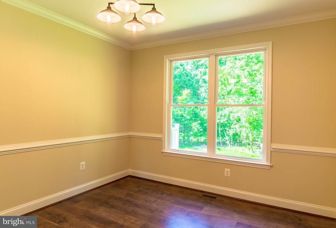 Maison unifamiliale pour l Vente à 10855 H G Trueman Road 10855 H G Trueman Road Lusby, Maryland 20657 États-Unis