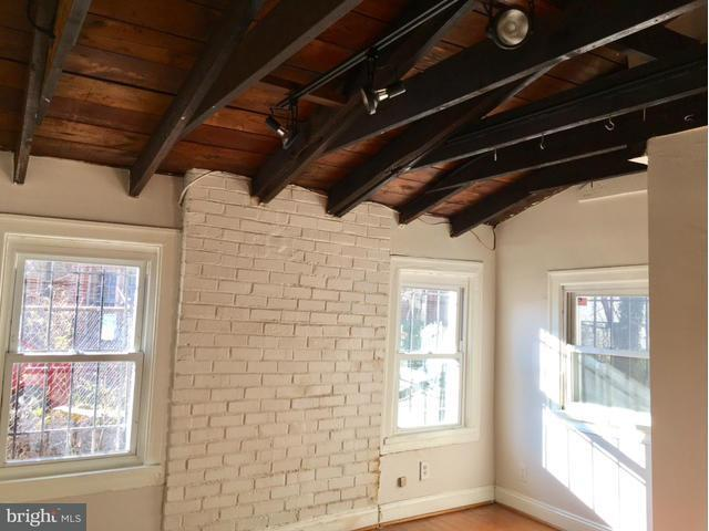 Additional photo for property listing at 817 L St SE  Washington, District Of Columbia 20003 United States