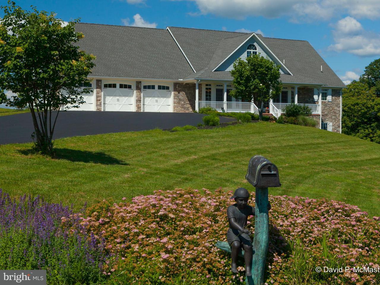 独户住宅 为 销售 在 19 RACHAEL Lane 19 RACHAEL Lane 伯克利斯普林斯, 西弗吉尼亚州 25411 美国