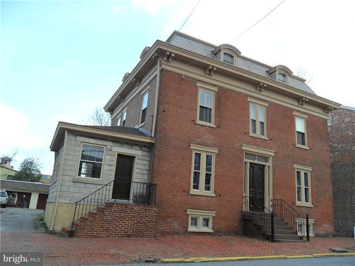 Casa Unifamiliar por un Alquiler en 423-27 DELAWARE ST #2 New Castle, Delaware 19720 Estados Unidos
