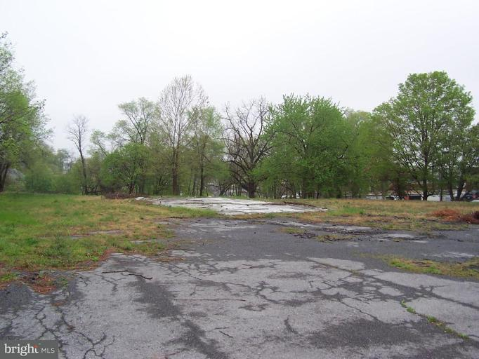 Additional photo for property listing at 2313 Middle Road 2313 Middle Road Winchester, Virginia 22601 Stati Uniti